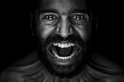 Dark and emotive portrait photography via http://ow.ly/awHxr