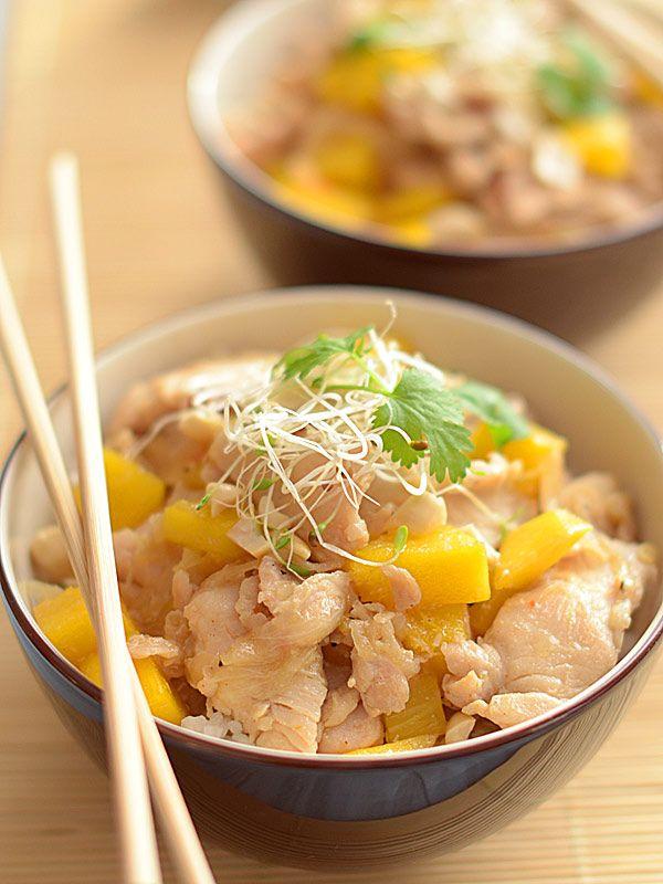 Kurczak szybko smażony (stir-fry) z mango, orzeszkami i kiełkami