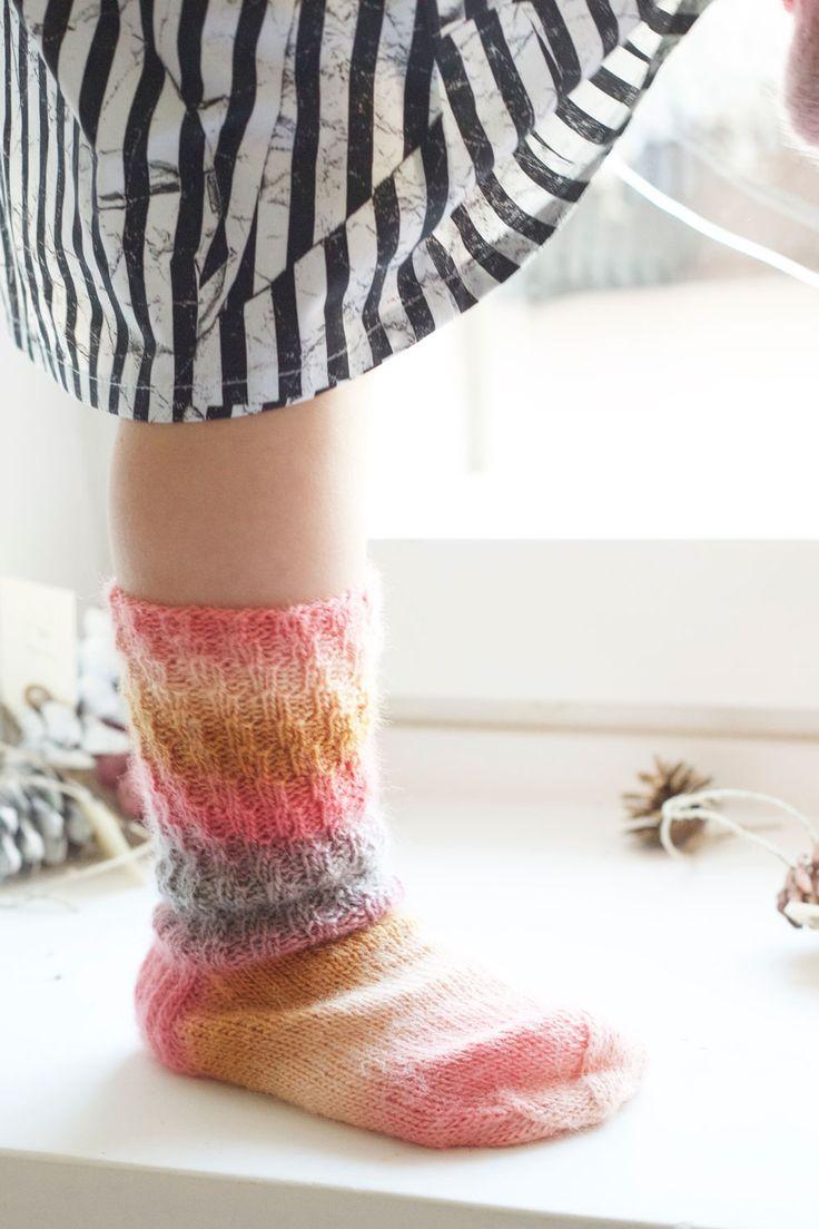 Kierreresori näyttää sukan varressa siltä, kuin olisi jaksanut neuloa jotain hienoakin. Näihin ei kuitenkaan tarvita taitoa yhtään, joten ne onnistuvat ihan varmasti, mutta näyttävät silti mageilta! Continue Reading...