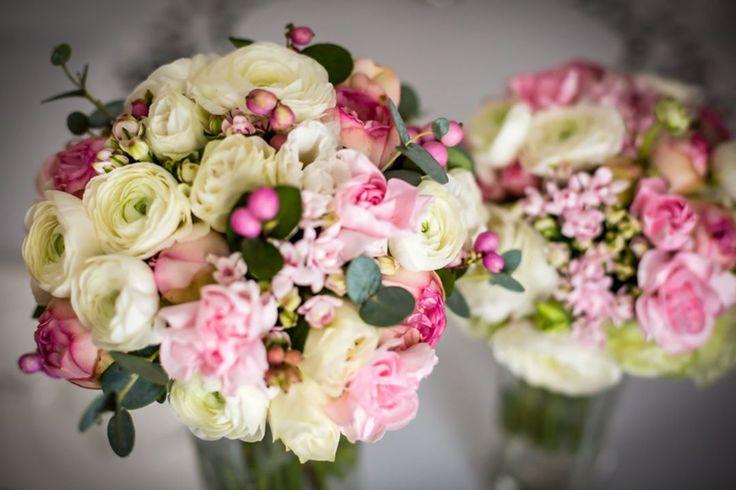 Wiązanka ślubna - coś do czego Panny Młode przywiązują dużą uwagę i słusznie :) śliczna :) #flowerstyling #flowersofinstagram #blooms #weddingflowers #weddingflowersdecor #weddingflowerbouqet #bouquet #weddingbouquet #bridalbouquet #bride #flower #wedding #wildflowers