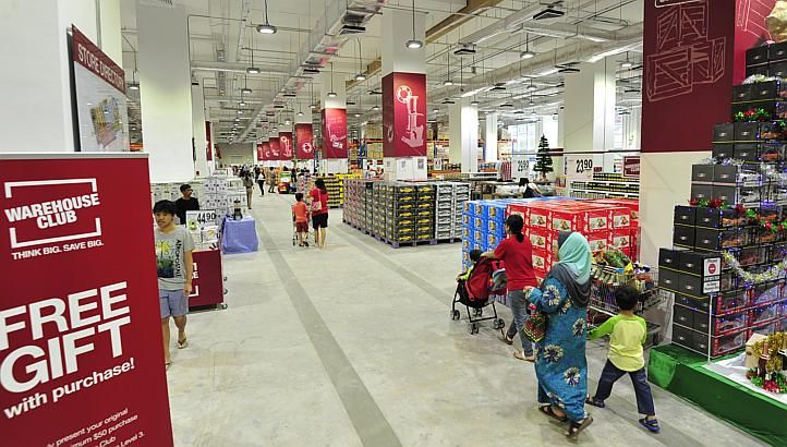 SINGAPORE - Supermarket chain FairPrice has opened a members-only mega retail store where they can buy items in larger packaging at discounts of up to 20 per cent.