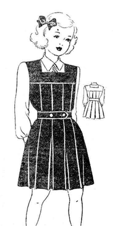 """Ein """"Gymslip"""" - Klassisches Beispiel für Schuluniformen für Mädchen in Großbritannien vom Anfang des 20ten Jahrhunderts bis in die frühen 1970er Jahre ----  #Gymslip - a #schooluniform #tunic worn by #British #schoolgirls through to the early #1970s"""