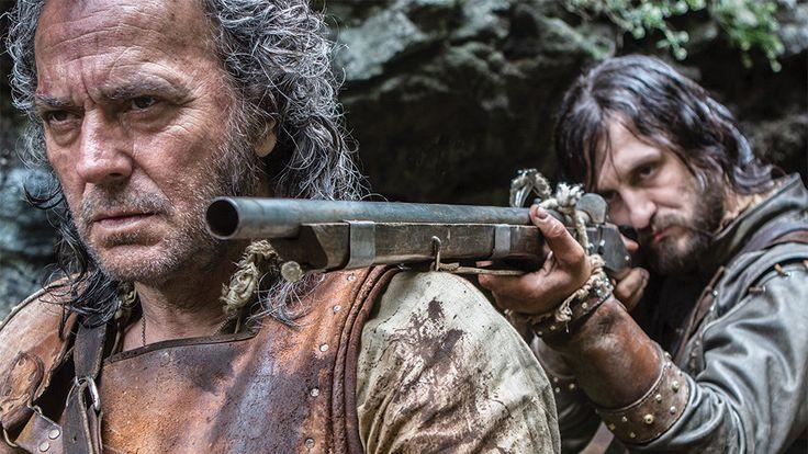 Arturo Pérez-Reverte en cine y televisión: de 'El maestro de esgrima' a 'Oro'