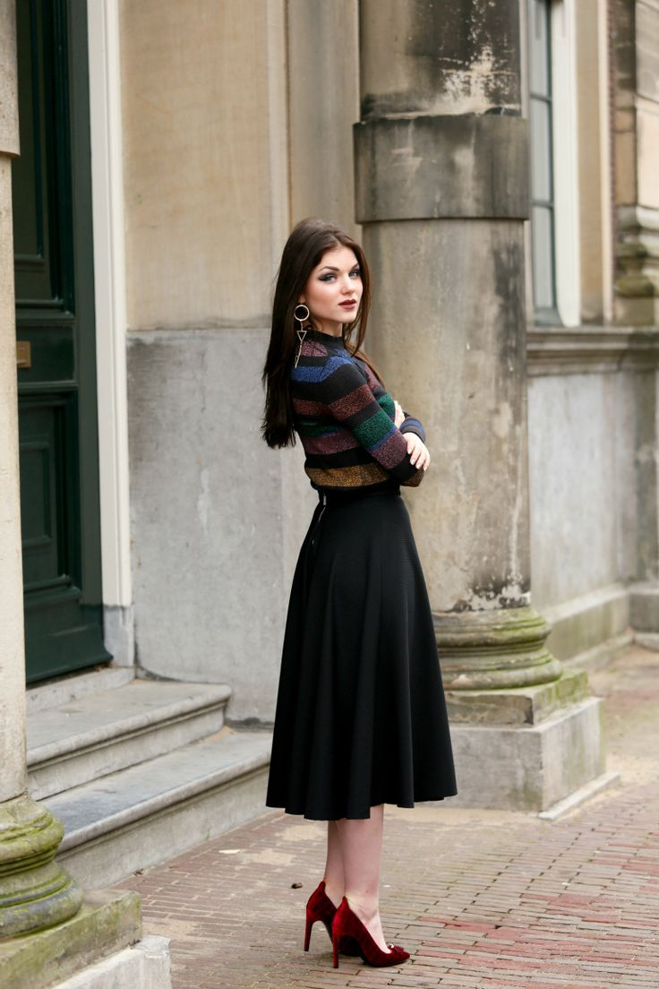 velours pumps, sarenza, sarenza pumps, bordeaux pumps, kerst 2015, kerst outfit, pull & bear, gestreepte top, gestreepte trui, gestreepte sweater, glitter, midi rok, zwarte midi rok, lange rok, arnhem, fashion blogger, fashion is a party