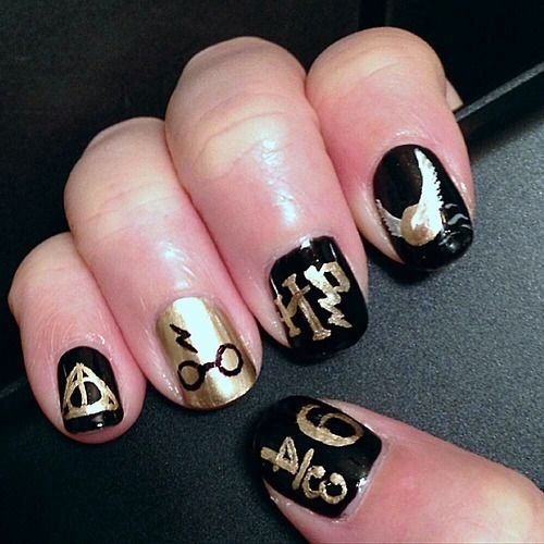 Black shellac  and ring finger in gold with glasses and lightening bolt