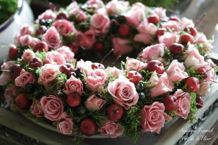 Foto's - www.artdelafleur7.nl Moss , green apple's ,Hydrangea , Eucalypthus ,, ' Art de la fleur ' , Angelique Temmink , Fall , Autumn . centerpiece , flowers , arangement , dadels , frence vaze , barok , floral.