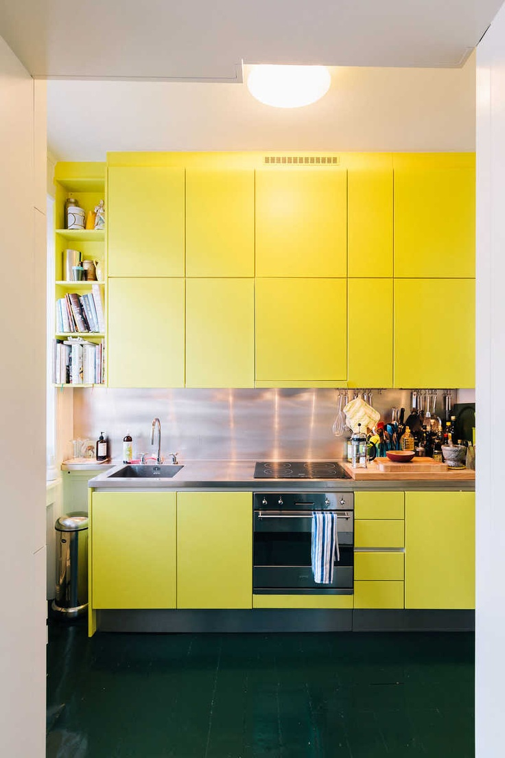 157 best cocinas amarillas images on pinterest yellow for Modern yellow kitchen cabinets