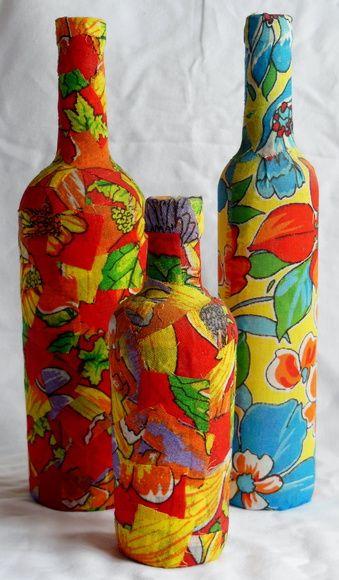 Garrafas de vidro em diversos tamanhos e formatos revestidas de tecido xita  (de acordo com desejo do cliente) R$ 40,00