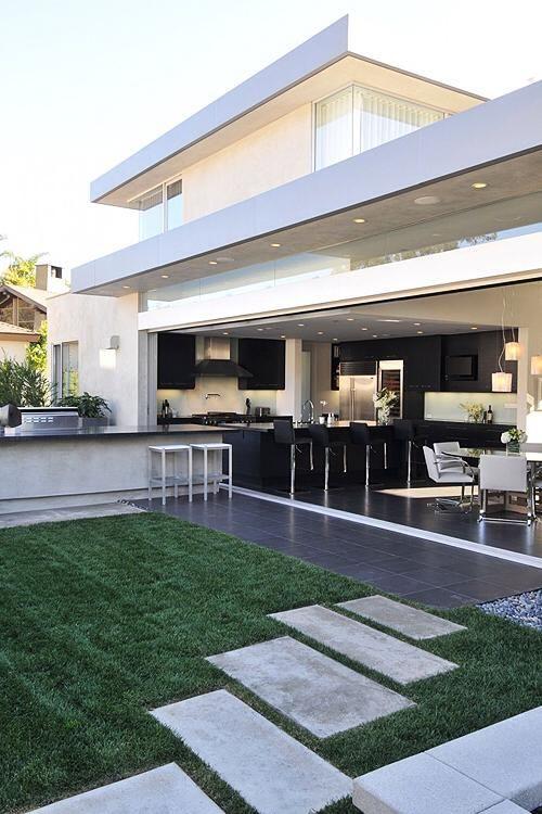 I love the walkway and outdoor entertaining space! #ModernLuxuryBackyard
