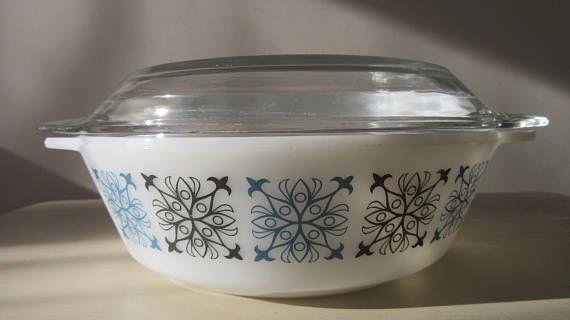 Retro Pyrex Dish. Pyrex Dish with Lid. Vintage JAJ Chelsea