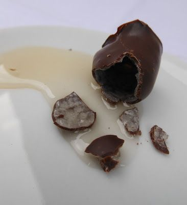 Starch-moulded chocolate with liquid filling