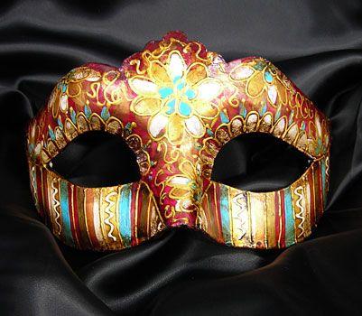 Colombina dalla decoraione assolutamente unica. Maschera realizzata in cartapesta. Il disegno è realizzato con colori acrili a mano libera, rendendola quindi assolutamente unica. Infine, la maschera è impreziosita dalla tecnica dello screpolato....