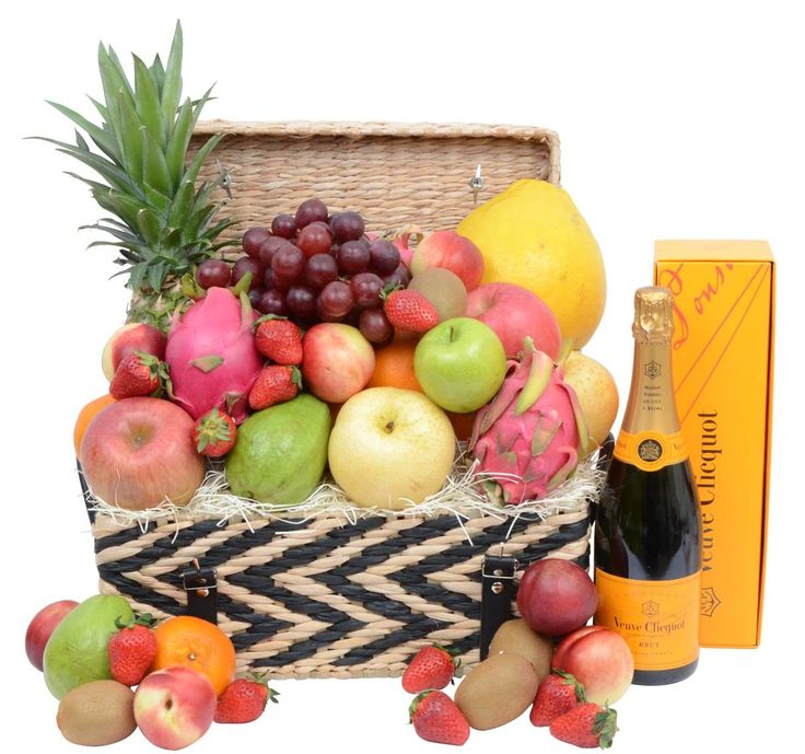 Deluxe Fruit Hamper & Champagne
