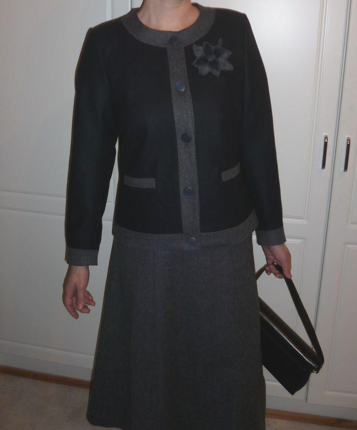 Opiskeluaikoina asiakastyönä toteutettu Chanel-tyylinen jakkupuku.