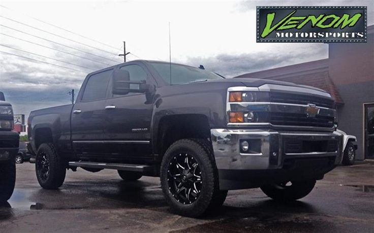 2015 Chevy 2500 HD with Air Bags by Venom Motorsports in Grand Rapids MI . Click to view more photos and mod info.