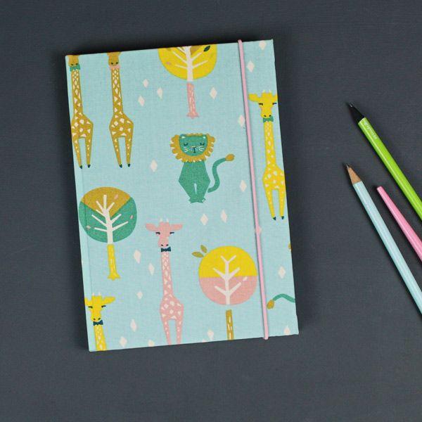 Türkis buntes Babytagebuch mit Löwe und Giraffen #Babytagebuch #löwe #giraffe #taufgeschenk #taufe #geburt