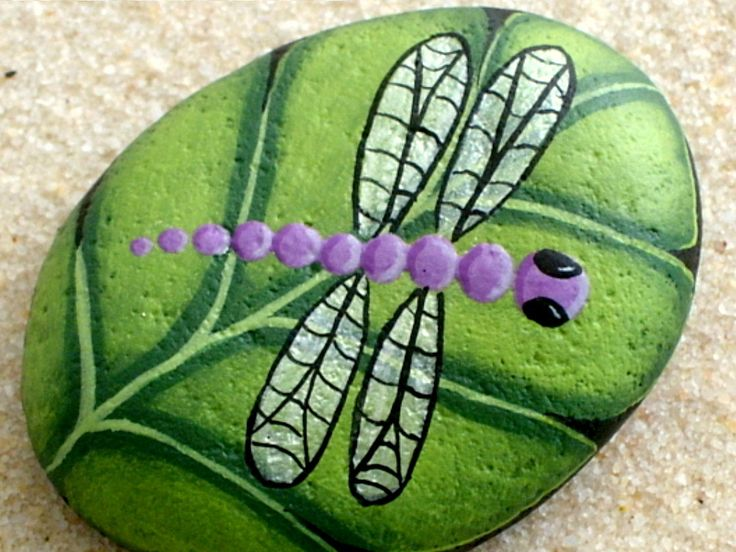 Made to order! Silver wing lavender purple dragonfly has landed on a brilliant chartreuse green leaf. Keep those napkins from flying off the picnic table with this colorful woodland table paperweight! Leaf measures approx. 2-1/4 long x 1-1/2 wide x 1/2 thick and will ship First Class Mail in a padded envelope accompanied by a short biography about the artist and care instructions for your work of art. Stone leaf was painted with outdoor paints making it perfect for outdoor placement. T...