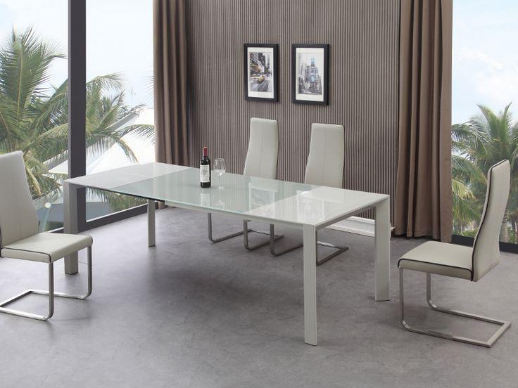 Stół Marino to nowoczesny mebel i bardzo praktyczny. Stół z pewnością znajdzie miejsce w mniejszych jak i większych kuchniach czy salonach. Elegancki przeszklony blat z hartowanego szkła podnosi komfort oraz bezpieczeństwo użytkowania.