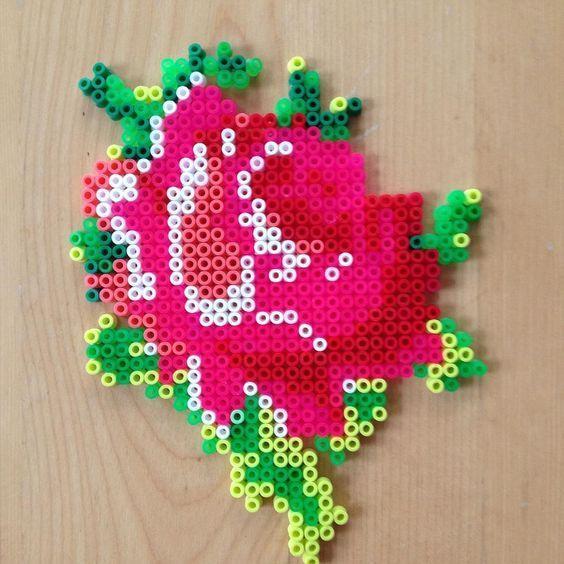 fleurs-perles-hama-a-repasser-rose