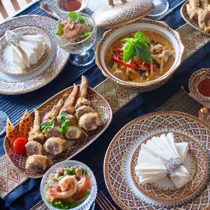 タイ料理教室 SIRI KITCHEN : 今日の初級タイ料理教室🇹🇭✨ 11月の初級クラスでは、レッドカレー、肉詰め手羽先揚げ、春雨サラダを作ります🎶😋 . . คลาสสอนทำอาหารวันนี้ค่ะ #แกงเผ็ด #ยำวุ้นเส้น ปีกไก่สอดไส้  . . #タイ料理 #タイ料理教室 #タイ料理レッスン #タイ料理大好き #料理教室 #料理教室東京 #クッキング #クッキングスクール #習い事 #アジア料理 #エスニック料理 #おもてなし #おうちごはん #夕食 #レッドカレー #ヤムウンセン #春雨サラダ #美味しい #テーブルコーディネート #フードコーディネーター #sirikitchen #redcurry #thaifood #cookingschool  #benjarong #tablecordinate