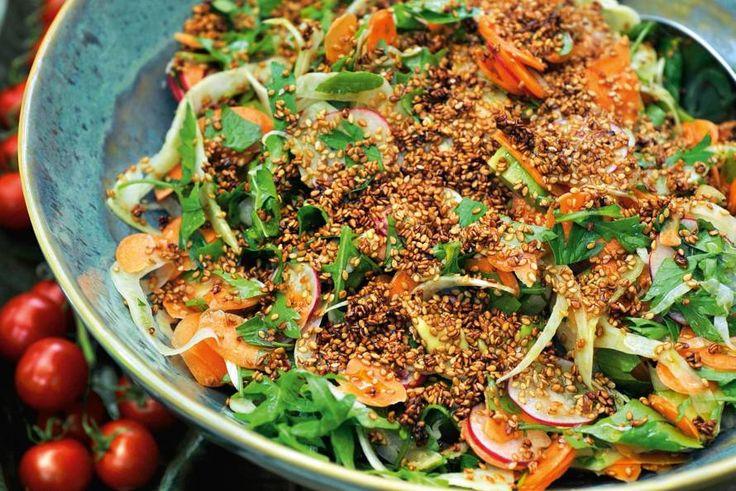 Pascale Naessens' salade van groenten met gemarineerde sesamzaadjes - Recept - Allerhande