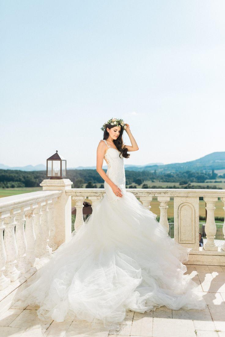 Bride  Photo: www.wedoverhills.com