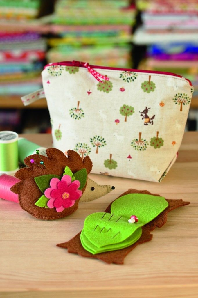 Woodland Sewing Set from Everyday Handmade. This sewing set features a hand sewn felt hedgehog pincushion and an easy tree stump needle book.