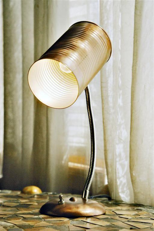 luminária articulada feita com lata
