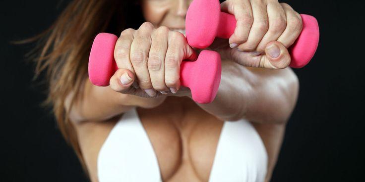 Vuoi aumentare il seno e renderlo più alto e sodo? Prova gli esercizi per rafforzare i pettorali suggeriti dai personal trainer