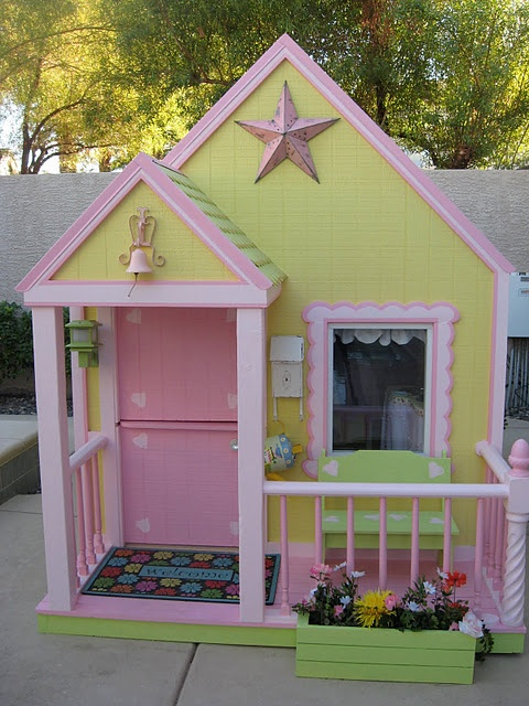 Sweetest little house!! Love all the adorable details!