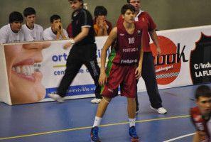 Basquetebolista poveiro selecionado pela FIBA e NBA para campo de treino em Itália