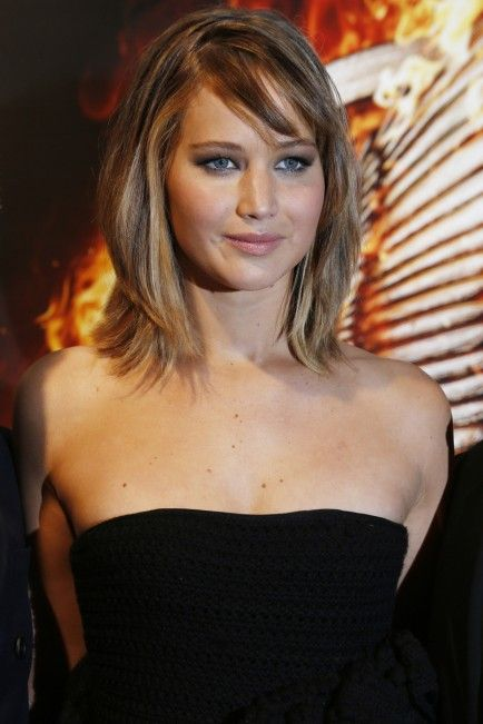 I kinda love this style and color... can I pull it off with my skin tones?!... I donno...(layered bob) From Cuts to Colors, See the Stars With New Summer Hairstyles
