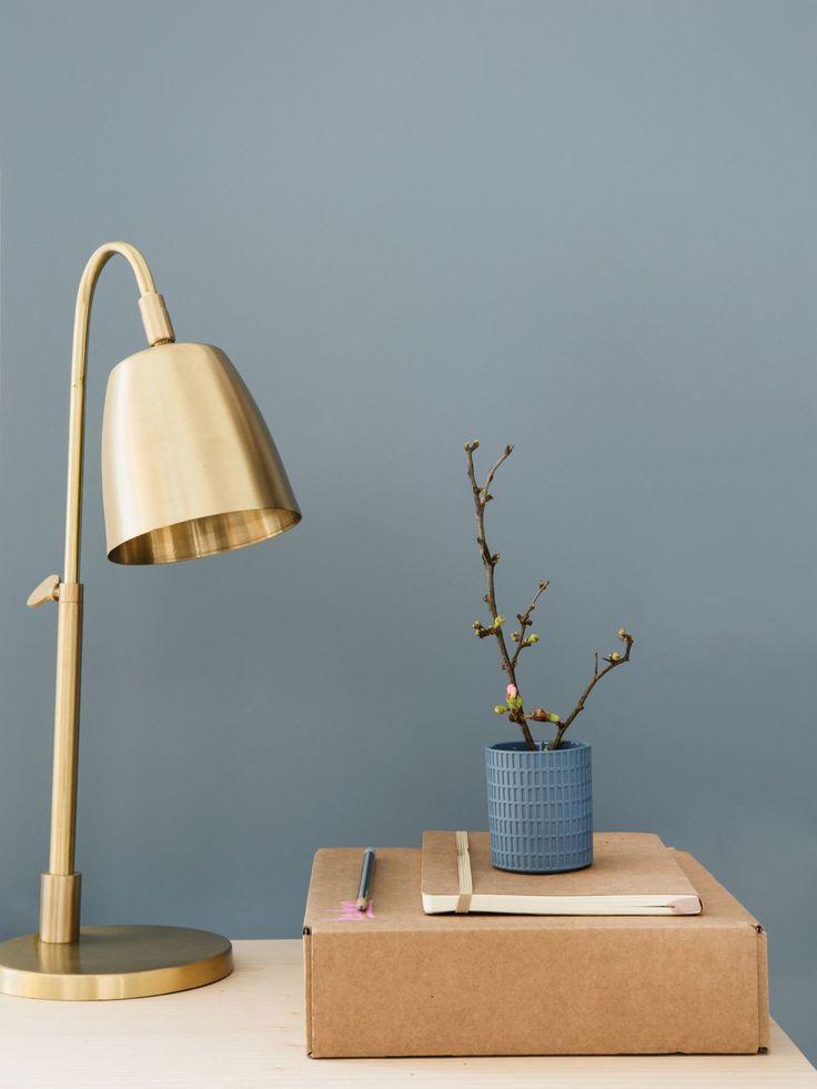 Die neue Farbe 2017 von Dulux wird Denim Drift genannt. Egal, ob kunstvoll in Bordüren-Form oder das ganze Zimmer: Diese Farbe räumt auf, entspannt und lässt euch zur Ruhe kommen.