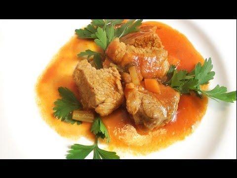 Cielecina w sosie pomidorowym (spezzatino)
