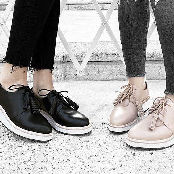 Loeffler Randall: Schnürschuh aus schwarzem Leder und Plattform Sohle. Hier entdecken und shoppen: https://sturbock.me/0Ak