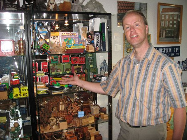 OSKAR VAN DEVENTER - puzzle designer. Oskar lives in Leidschendam, the Netherlands. Born in 1965, started puzzle designing at the age of 12. Now more than thirty years later he has made hundreds of puzzle designs. Several are commercially available. But puzzle designing is not all that he does.