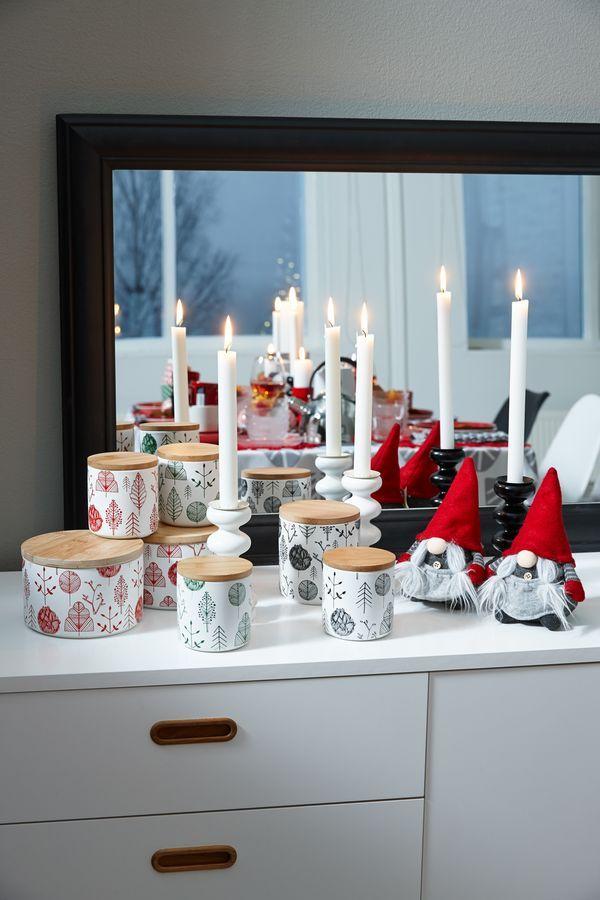 Kodin1, Sisustussuunnittelija Tea-Mariia Pyykösen suunnittelema joulupöydän kattaus tanskalaiseen tyyliin.