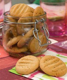 Πάτε στοίχημα ότι θα γίνουν τα αγαπημένα μπισκότα των παιδιών; Πεντανόστιμα και με πλούσια γεύση από φιστίκι.