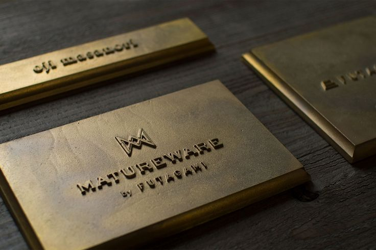 『MATUREWARE by FUTAGAMI』はFUTAGAMIの建築金物に特化した新ブランドです。建築金物を意味する『hardware』の'hard'を【熟成した】という意味を持つ'mature'という言葉に置き換え、【熟成する金物】『MATUREWARE』という造語をブランド名にしました。FUTAGAMIの特徴である『真鍮鋳肌』の経年変化を楽しめる、人と場所に馴染んでいく建築金物シリーズです。