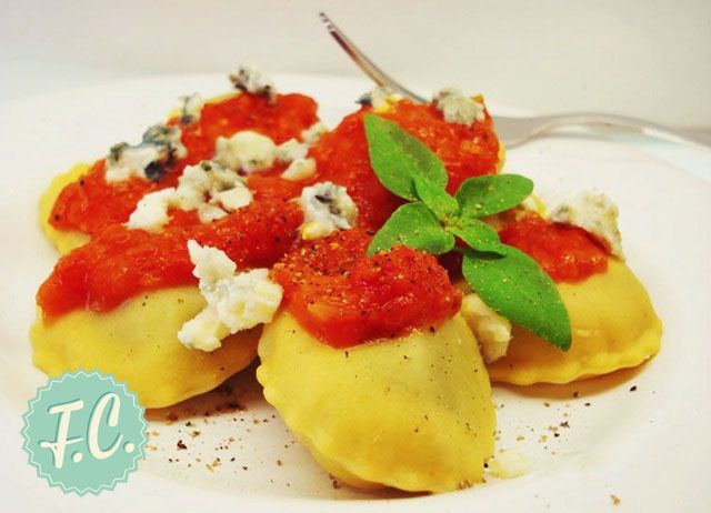 Ραβιόλια με Σπανάκι και Σάλτσα Ντομάτας