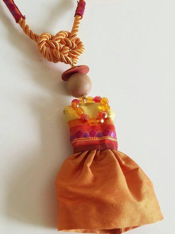 Guarda questo articolo nel mio negozio Etsy https://www.etsy.com/listing/291061445/pendant-necklace-doll-chantilly
