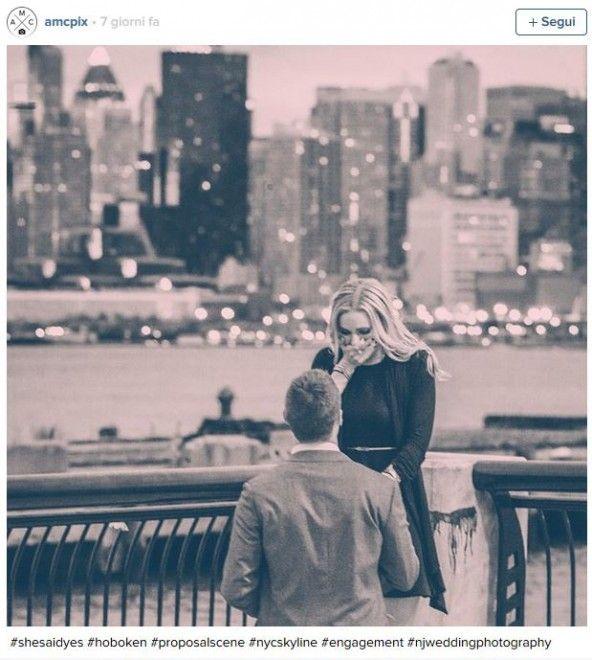 Romantiche, divertenti, a sorpresa, le proposte di matrimonio  costituiscono un ricordo indelebile per una coppia. E non solo. Ecco una  galleria di scatti 'rubati' proprio durante le promessa d'amore e  condivisi su Instagram