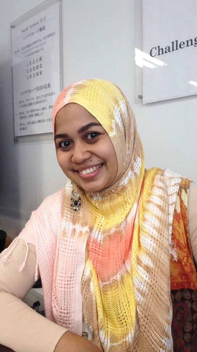 Wearing dian pelangi pashmina...