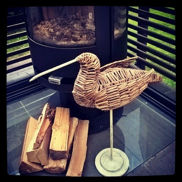 Minä vahdin tällä.... jos ei ole tulta #terassitakka #rottinki #Pentik #koristelintu