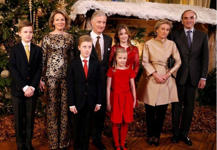 Koningin Mathilde straalt in opvallende gouden outfit - De Standaard: http://www.standaard.be/cnt/dmf20161222_02640215