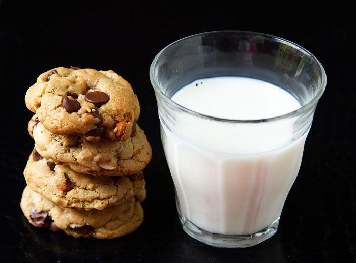 Kitchen Sink Chocolate Chip Cookies