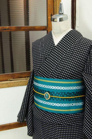 黒の地にシルバーラメ糸がきらりと光る、水玉が織り出されたモダンキュートな単着物です。 #kimono