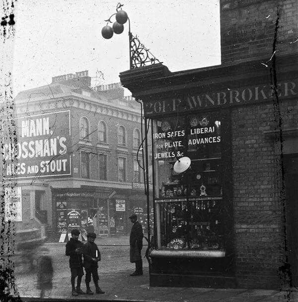 Pawnbrokers, Seven sisters road, Finsbury Park 1910.