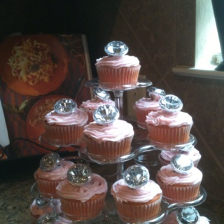 Jewelry party cupcakes