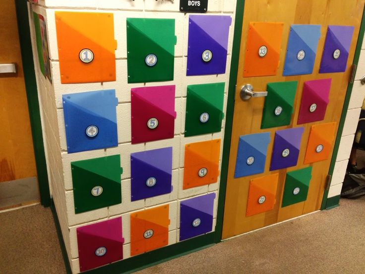 Make 'unfinished work folders' visible to better keep track of students lagging behind.  Clever!